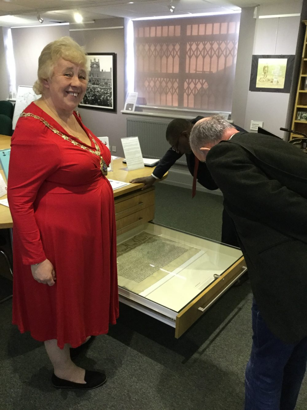 Image of Mayor of Daventry and Mayor of Uganda viewing museum items.