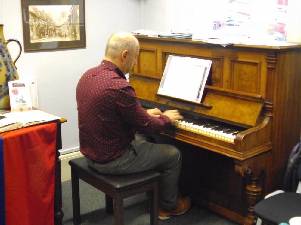 Pianist Robert Jennens